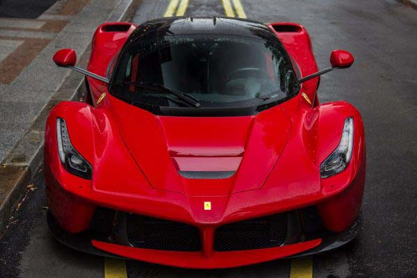 Μια Ferrari LeFerrari. Αν μη τι άλλο, εντυπωσιακή!