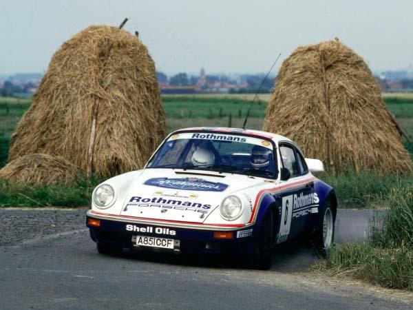 Στο τιμόνι της Porsche 911