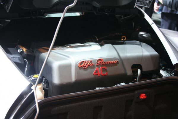 Alfa-Romeo-4C-02