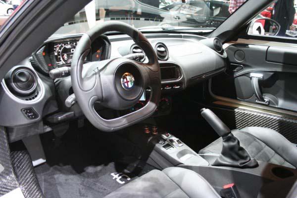 Alfa-Romeo-4C-19