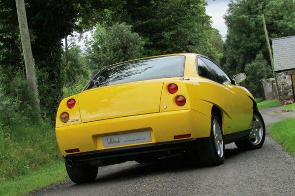 H Ferrari του φτωχού στο σωστό χρώμα!